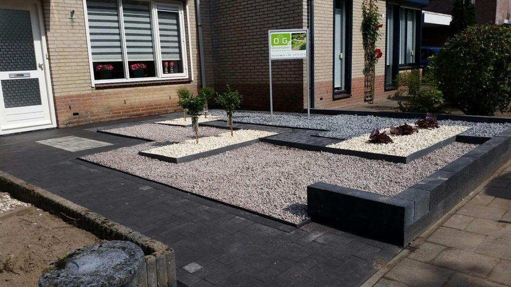 Aanleg onderhoudsarme voortuin oosterlaken tuin groen onderhoud - Maak een grind steegje ...
